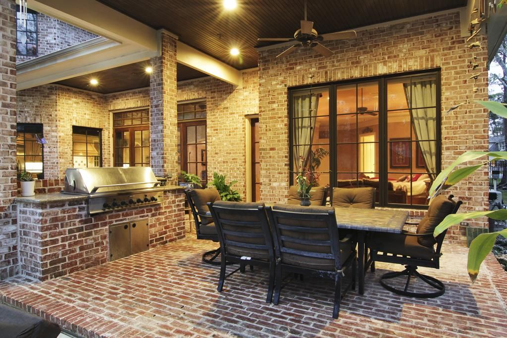 Har Covered Back Patio With Built In Gas Grill Patio