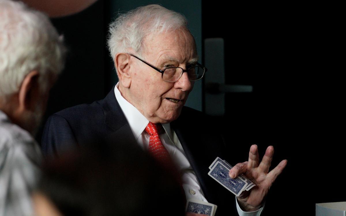 Buffett says wealthy americans are definitely undertaxed