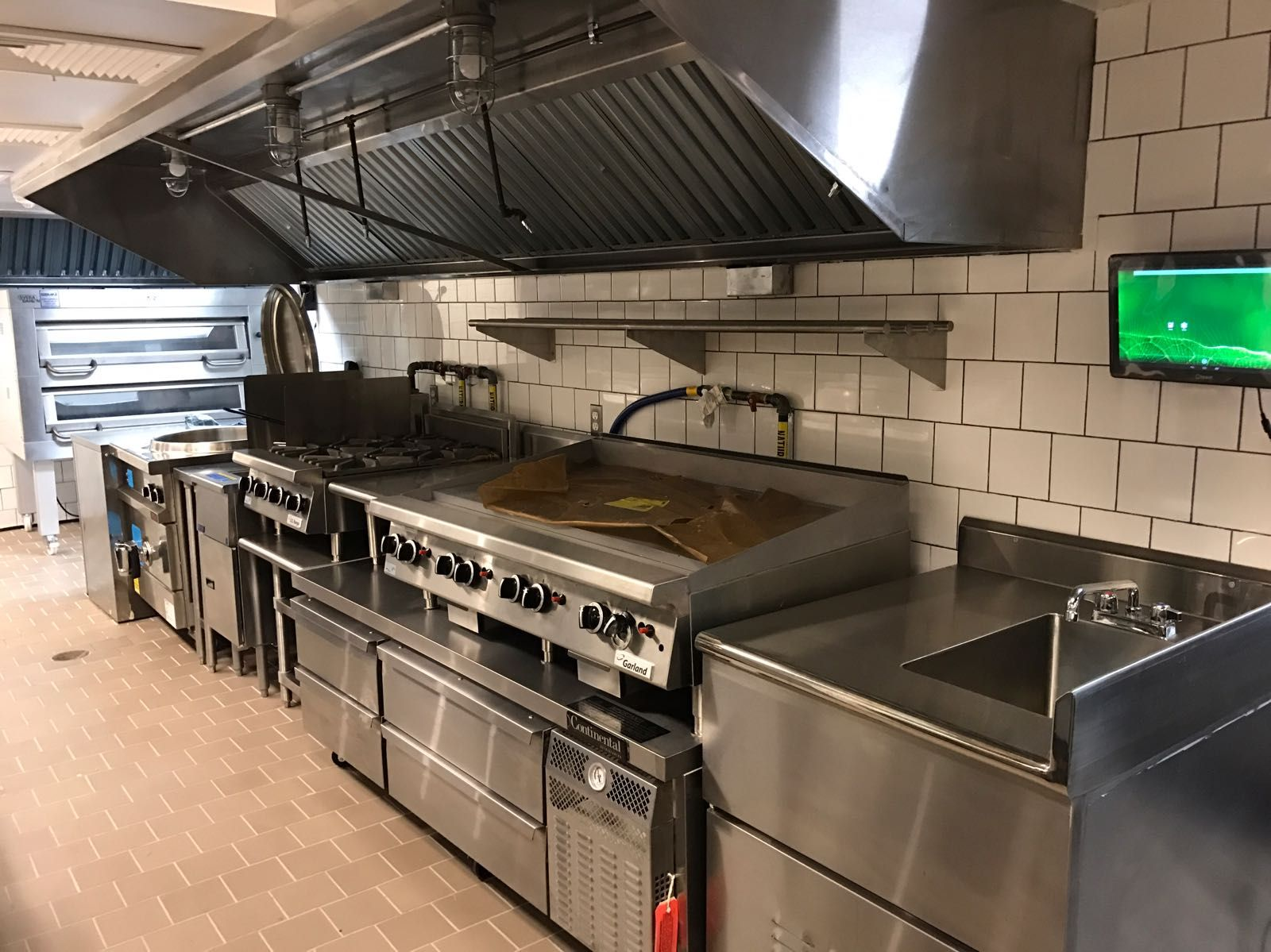 A Garland Griddle Sitting Atop A Continental Chef Base Https Www