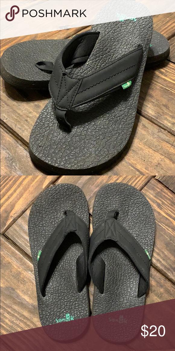 d0147223ec0b Men s Sanuk Flip Flops These flip-flops are in great condition. They have  super comfy yoga mat soles. Sanuk Shoes Sandals   Flip-Flops