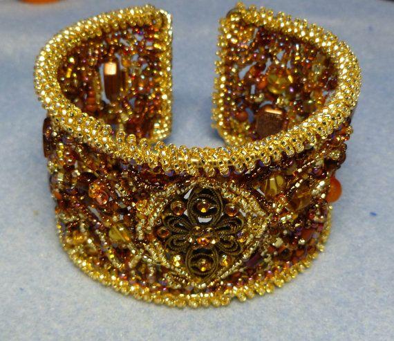 Bracelet de perles or et cuivre de forme libre