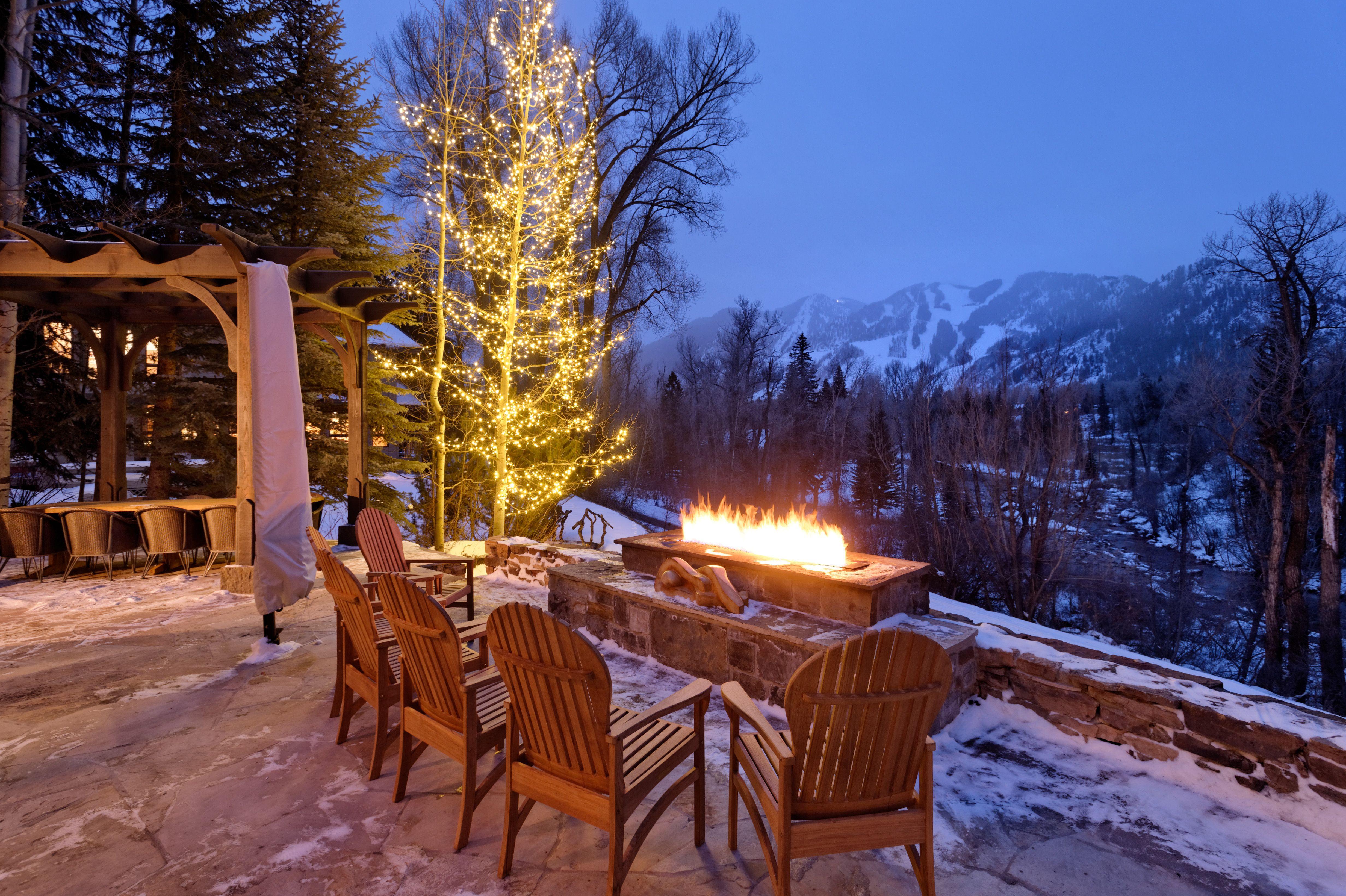 Aspen 39 log cabin 39 winter firepit at night aspen co for Colorado cabin winter