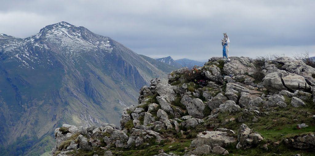 la Vierge de Biakorri (Vierge d'Orisson) | Natural landmarks, Landmarks,  Travel