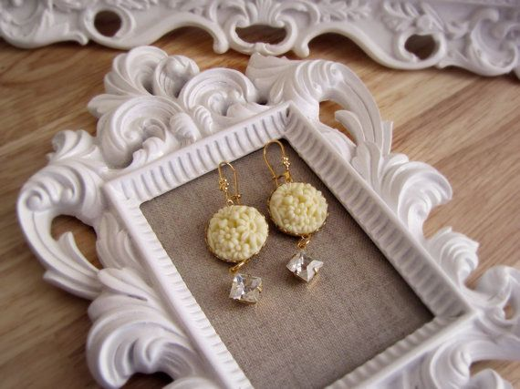 Off White Cab and Clear Vintage Rhinestone Earrings
