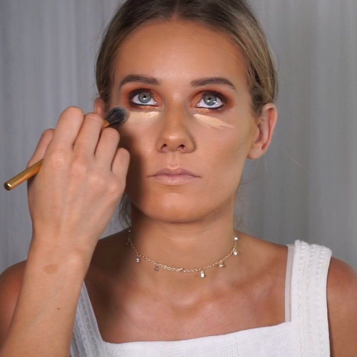 How to Avoid UnderEye Caking and Creasing UnderEyes