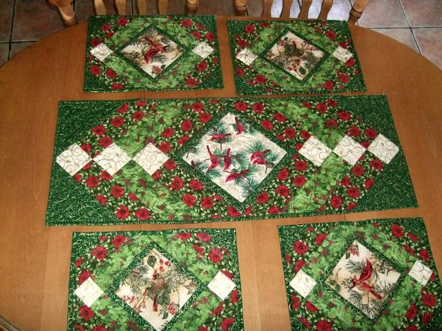 Christmas Table Runner And Mats Pattern