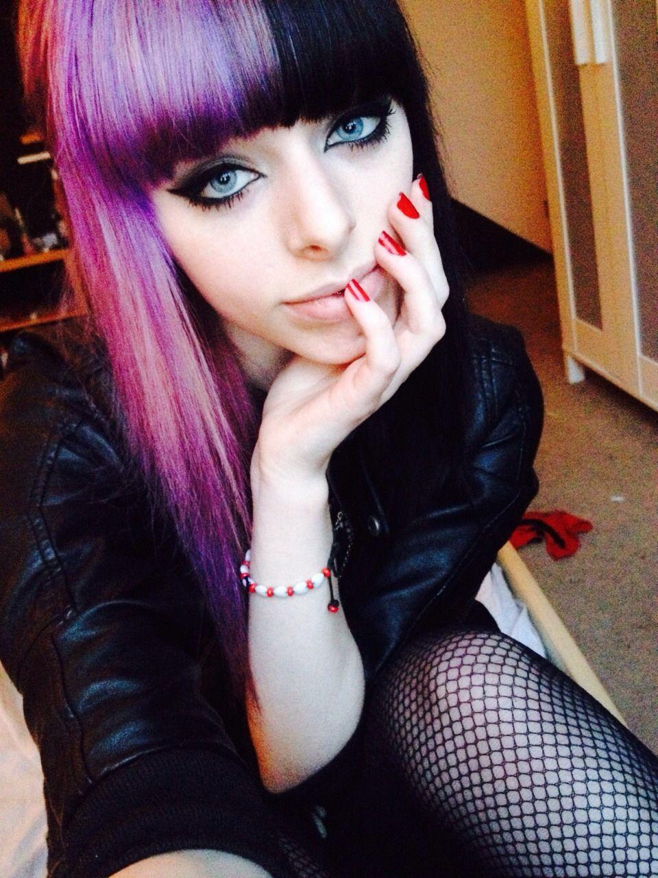 Beautiful Half Head Purple Black Hair I Also Love Her Makeup So Simple Pink And Black Hair Hair Color Purple Half Dyed Hair