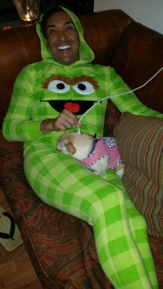 Bella is recharging her batteries LOL :) Bella esta recargando las baterias jajaja #lifeasleo #puppies