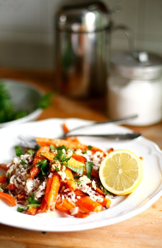 Brown rice with roasted carrots and nuts