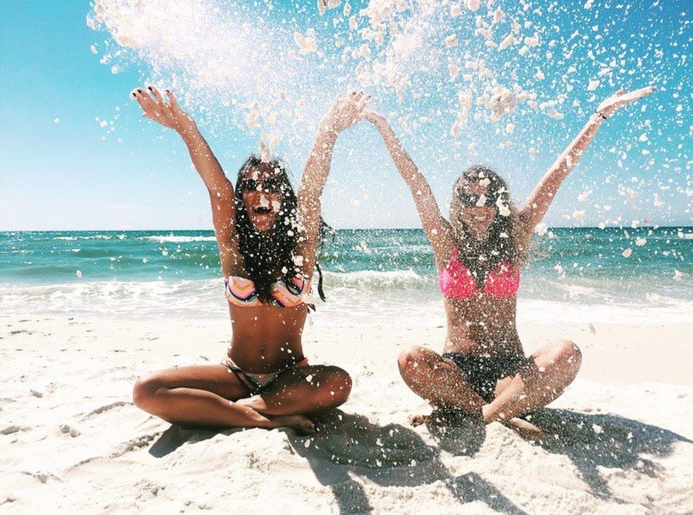 39 Things To Do With Your Best Friend At Least Once Beach Pictures Friends Beach Pictures Best Friend Pictures