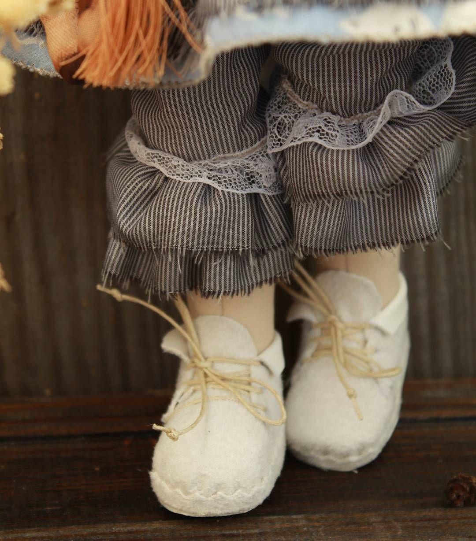 Под юбочку заглядывать не очень прилично. Но штанишки стыдливо прикроют девичьи ножки.  #кукла #текстильнаякукла #кукла_на_заказ #кукольнаяобувьиодежда #куклаизтекстиля