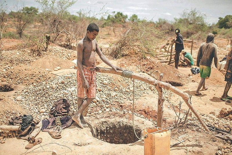 Madagascar sapphire mining ! | Madagascar Amazing Enchanting