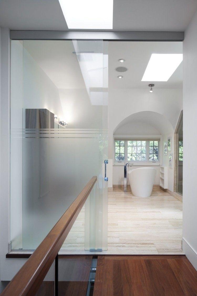 einzigartige gestaltung des badezimmers mit glast r und freistehender badewanne interior. Black Bedroom Furniture Sets. Home Design Ideas