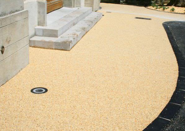 Revêtement de sol enduit polyuréthane   en résine   aspect pierre