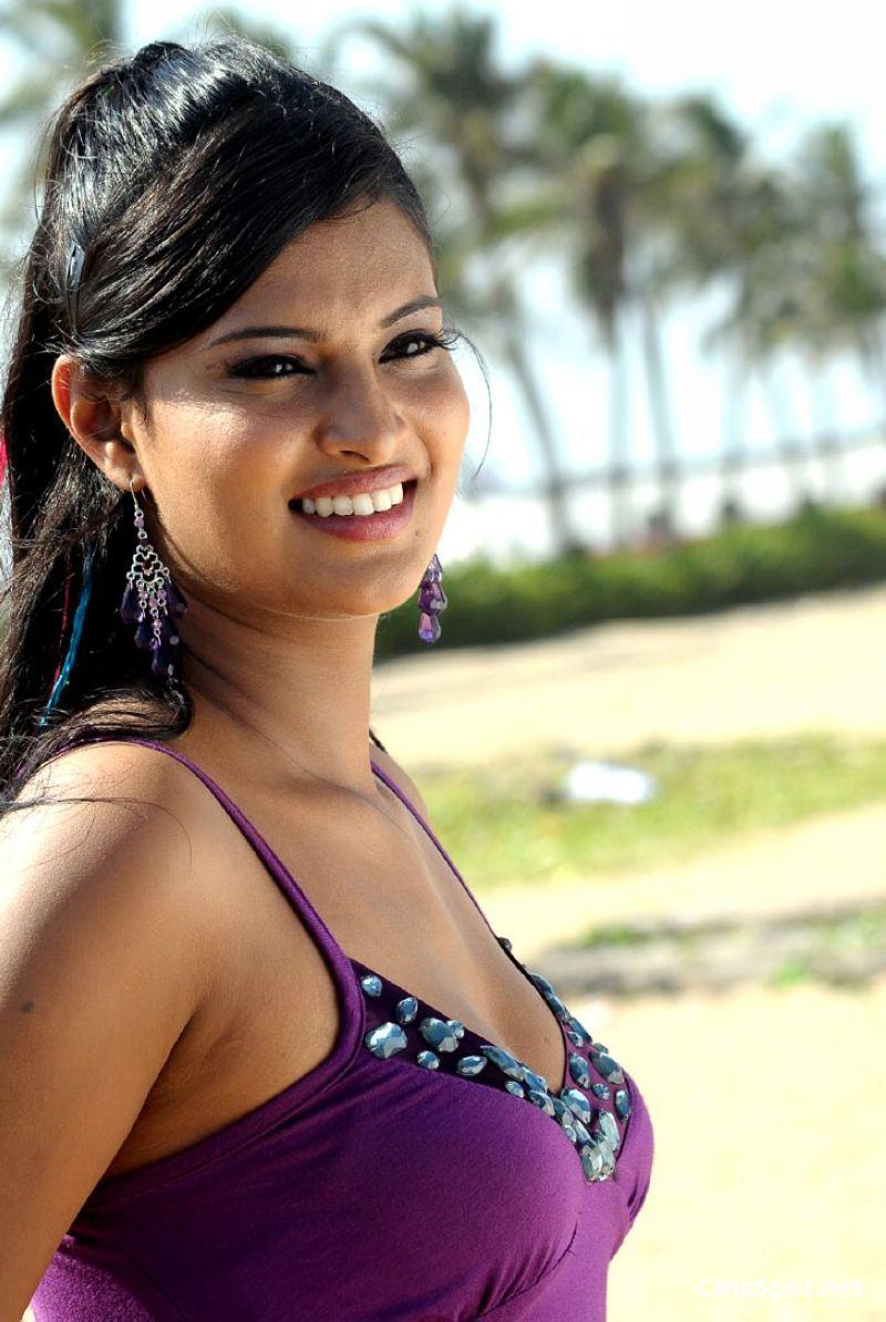 Sayali Bhagat Nude Photos 22