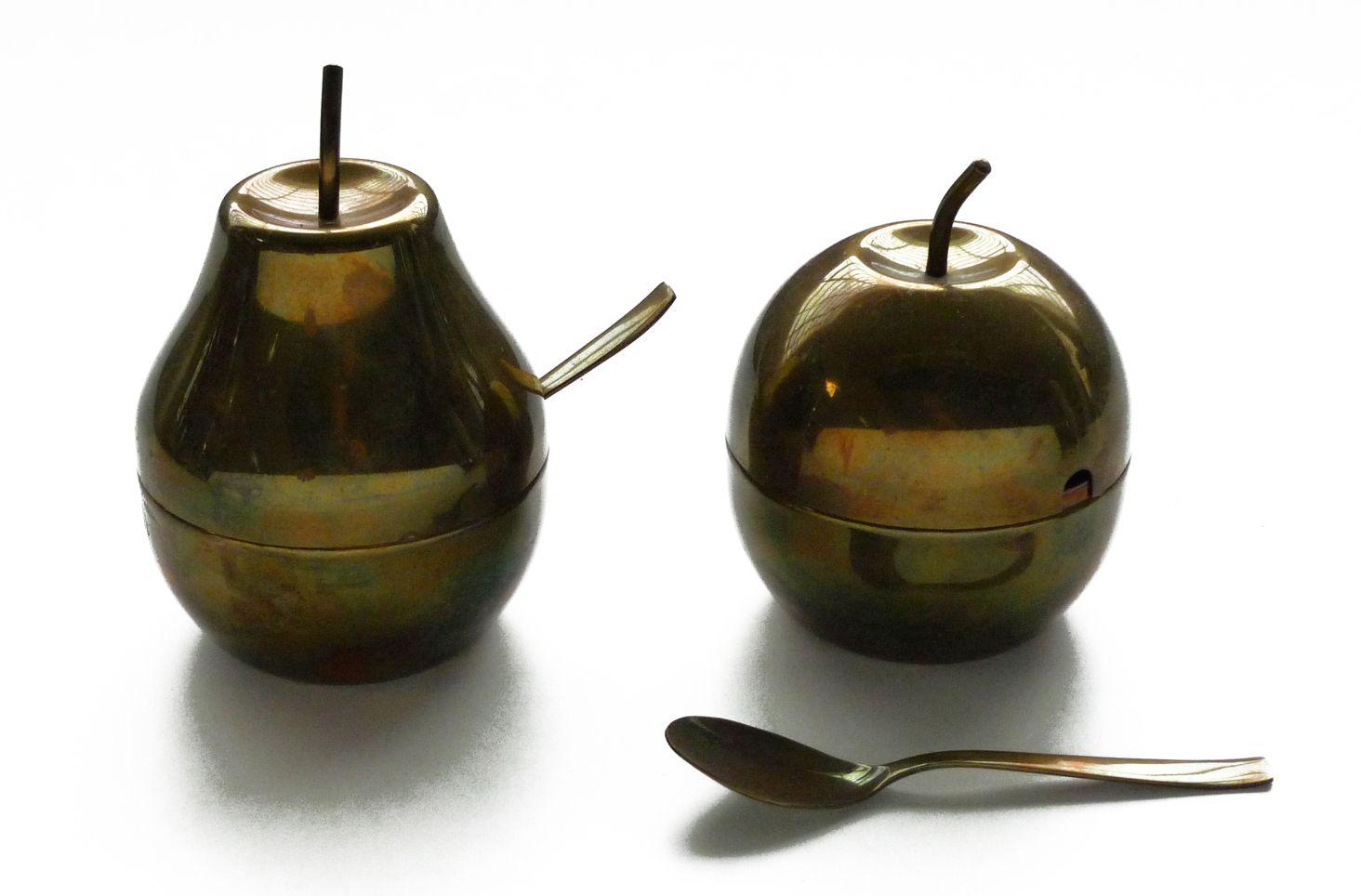pera e mela vintage bronzati. diametro cm.10. pera h.cm.16 /mela h. cm.13