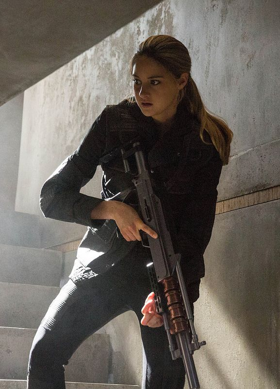 DIVERGENT | SHAILENE WOODLEY stars in DIVERGENT | By: Unification France | Flickr - Photo Sharing!