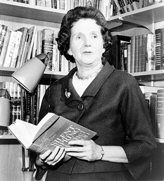 Rachel Carson, un nume caruia locuitorii Pământului îi datorează enorm.