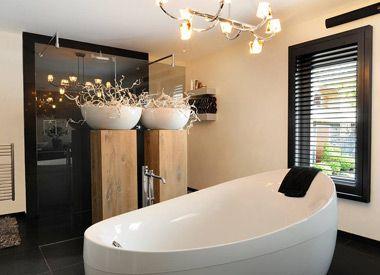 badkamer met shutters | Home decor | Pinterest