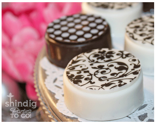 Chocolate covered oreos--simple tutorial on how to make these beautiful desserts. It's not as hard as it looks!