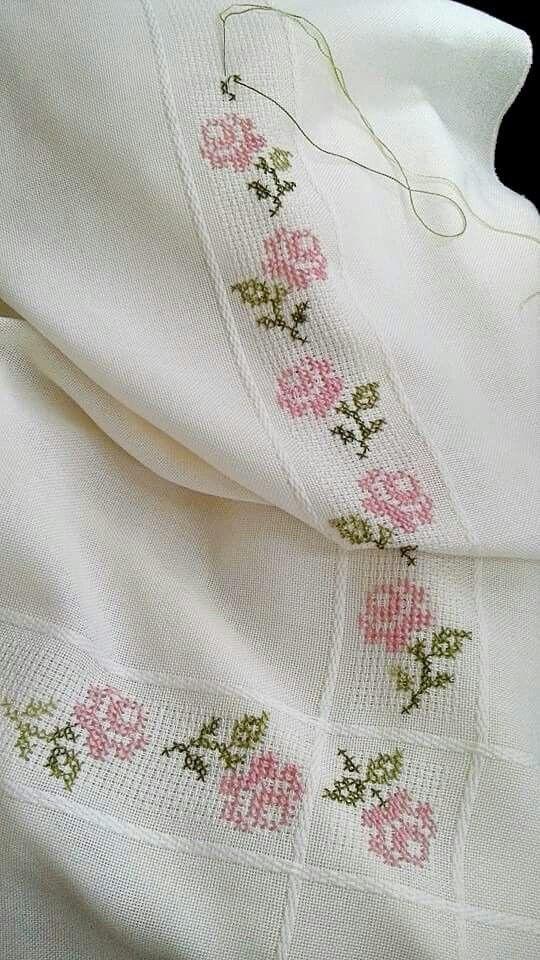 Pin de Victoria Rojas en crochet   Punto de cruz, Bordado y Punto