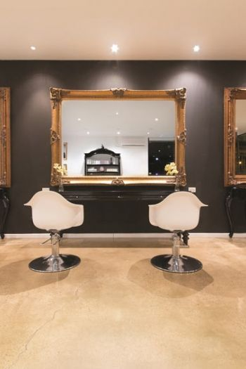 Kapsalon met modern barok spiegel http://www.barokspiegel.com/nieuwe ...