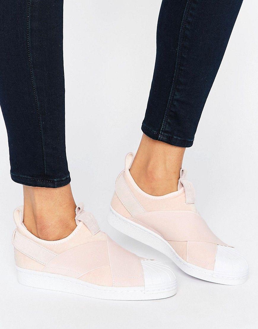 premium selection b0634 f2b76 ¡Cómpralo ya!. Zapatillas de deporte sin cierres en rosa Superstar de adidas  Originals. Zapatillas de deporte de Adidas, Exterior de tela, Bordes de  cuero, ...