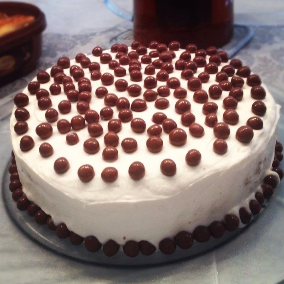 Cheesecake with chocolate balls