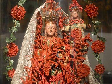Donne, Madonne, Sante e Regine vestite da Marella Ferrera | Girasicilia informazioni, turismo, eventi, hotel in Sicilia