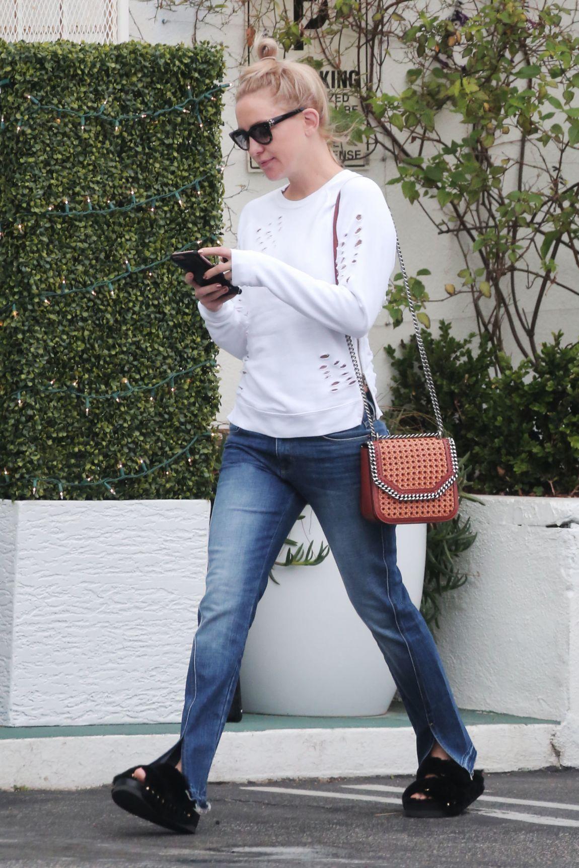 38da73ce004d Kate Hudson wearing Stella McCartney Falabella Box Woven Bag