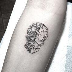 tiny day of the dead geometric skull tatuajes pinterest tattoo maine tattoo and tattos. Black Bedroom Furniture Sets. Home Design Ideas