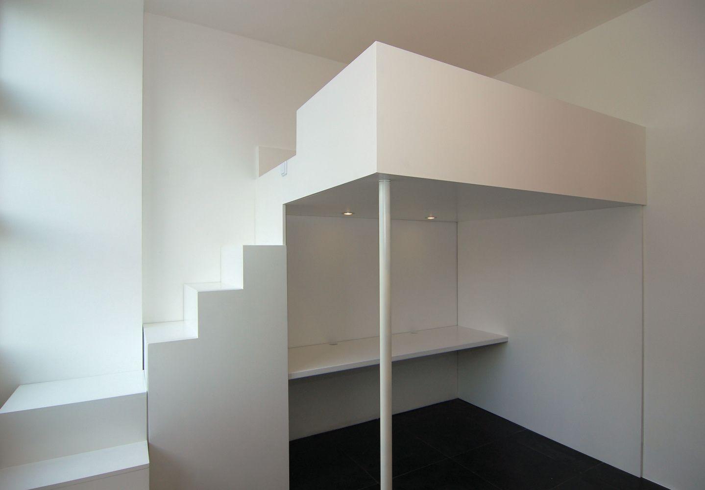 Videbed hoogslaper met trapkast en bureau met ingebouwde