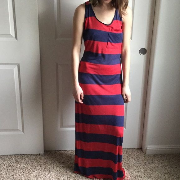 Kenzie long maxi dress. Size S. NEW WITHOUT TAGS. Kenzie long maxi dress. Size S. New without tags. Bought it for a vacation but never ended up wearing it. Put a denim jacket over and your ready for an all day . Bought it from nordstroms. Enjoy! kenzie Dresses Maxi