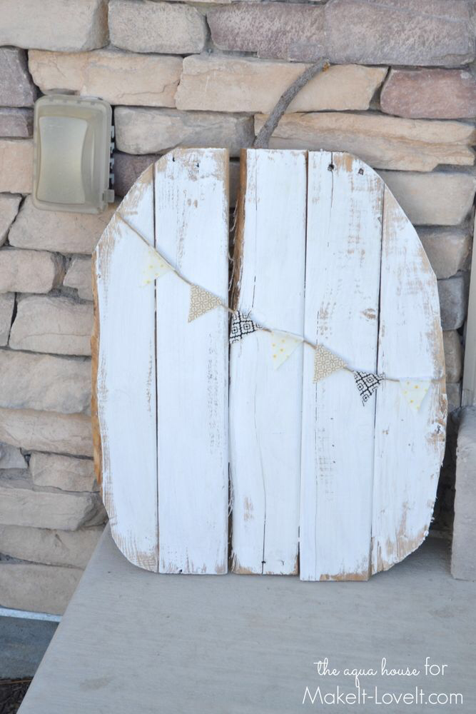 Rustic Pallet Pumpkins…with mini bunting