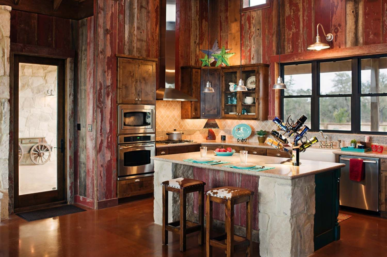 Rustic ranch house designed for family gatherings in Texas | Küche