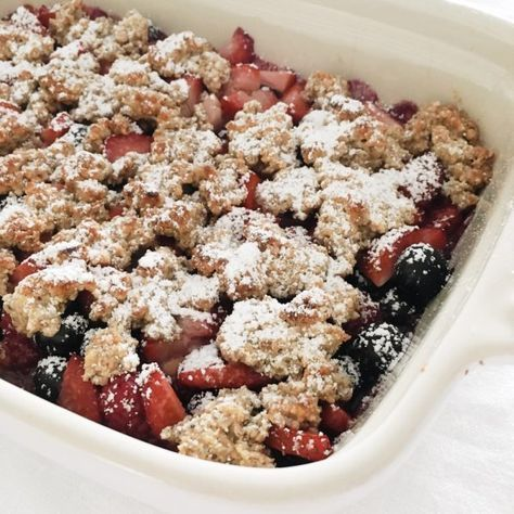 Photo of Healthy berry crumble – without flour and without sugar! – Fourhang up