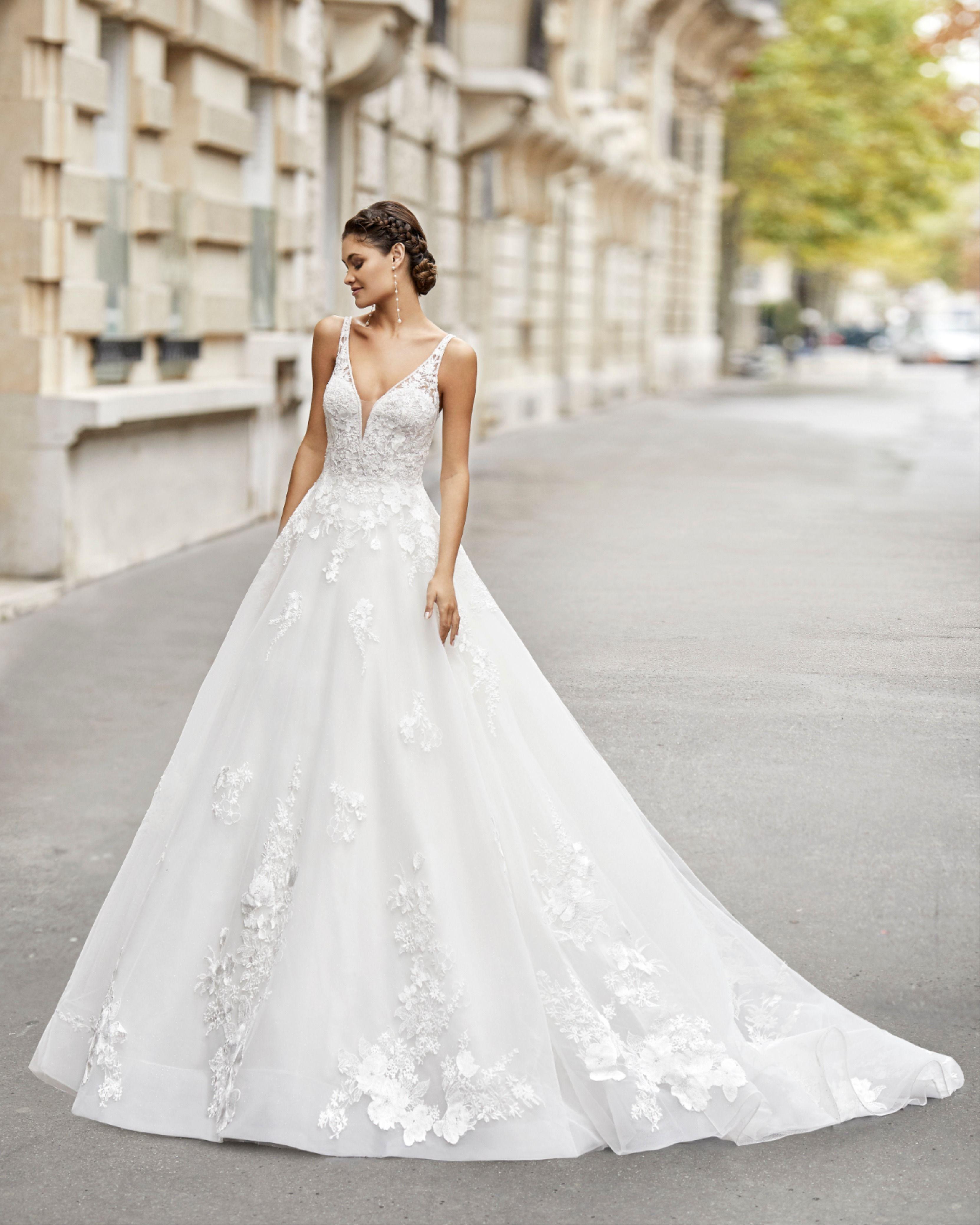 Termal By Rosa Clara Wedding Dresses Princess Style Wedding Dresses Wedding Dresses Photos [ 4157 x 3326 Pixel ]
