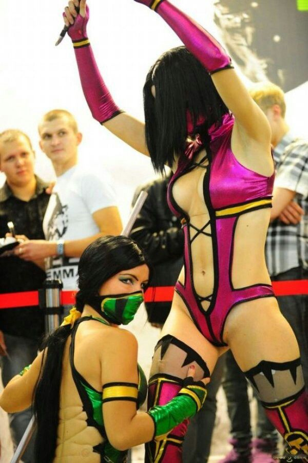 Mortal Kombat Sexy Cosplay