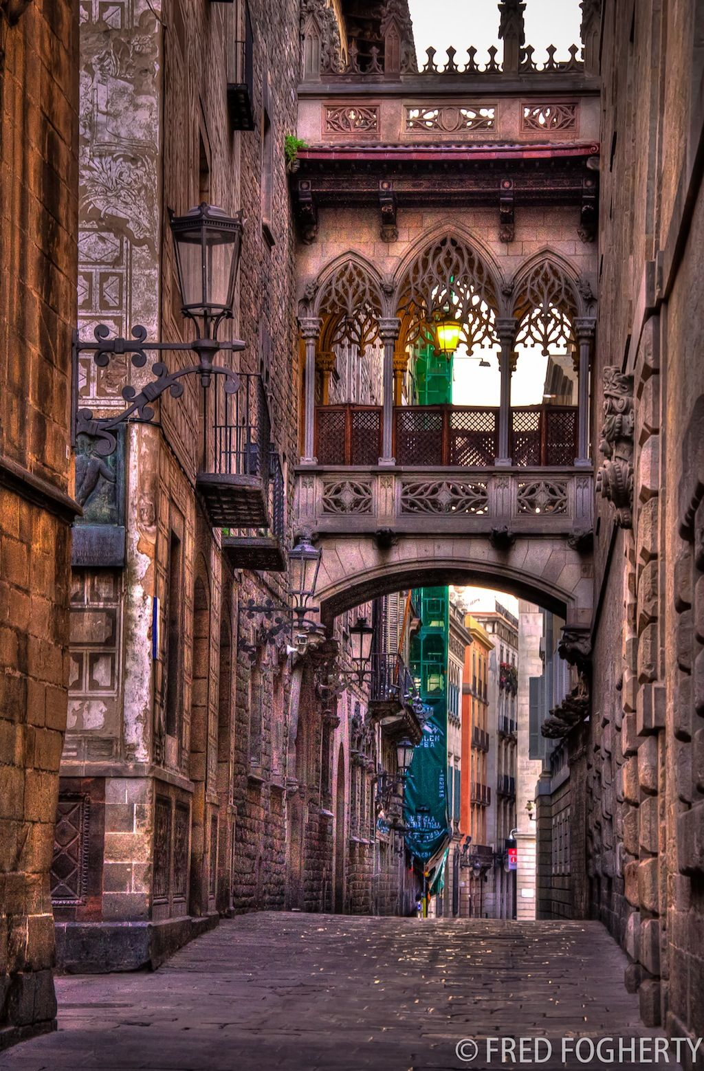 Cathedrale Barcelona passerelle