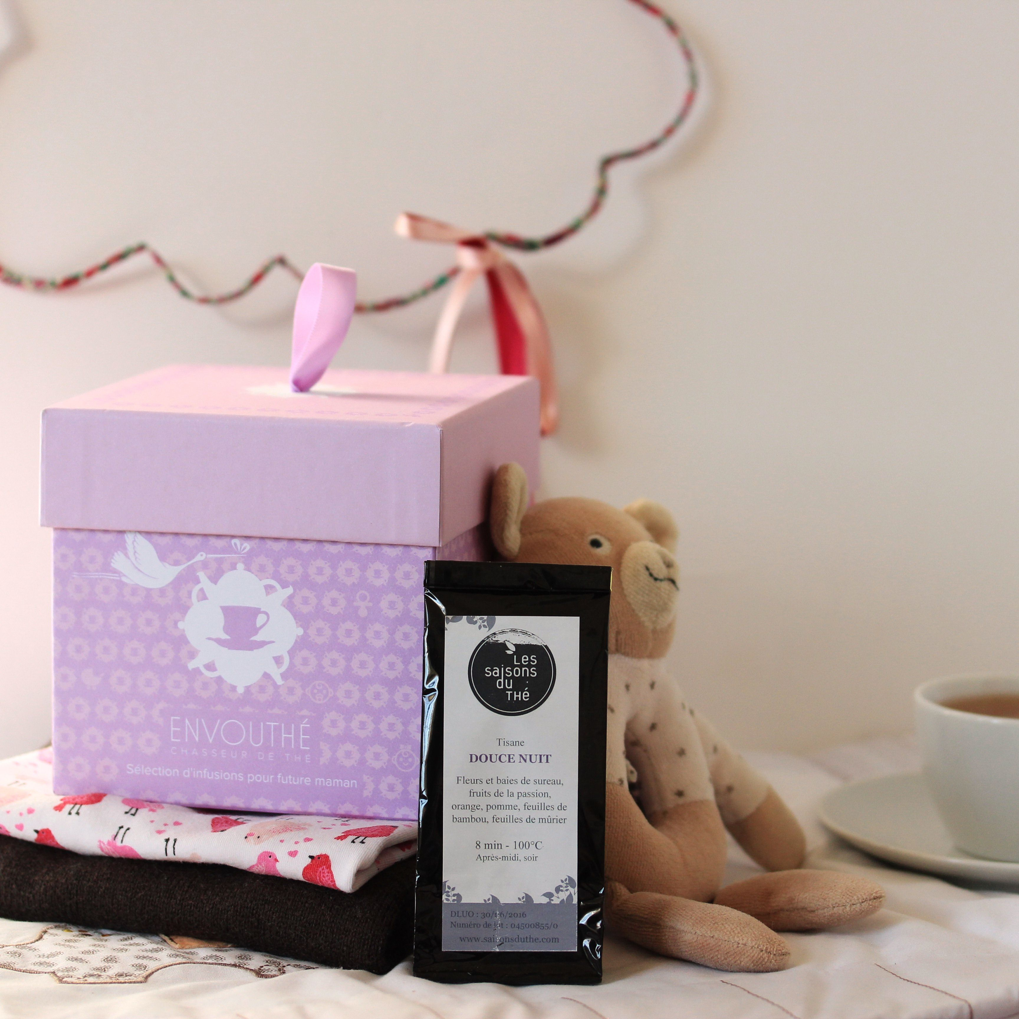 {9 MOIS} Les saisons du thé mettent toute la force apaisante de leur infusion Douce Nuit à votre service pour vous permettre de passer une merveilleuse nuit, tranquillement installée à sentir les mouvements du bébé dans votre ventre.