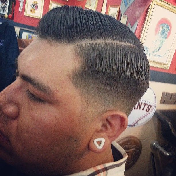 "@brendynthebarber's photo: ""#electrichaventattoo #electrichaven #barbershop #barbers #barberlife #barber #haircut #sidepart #combover #fade #lowfade #skinfade"""
