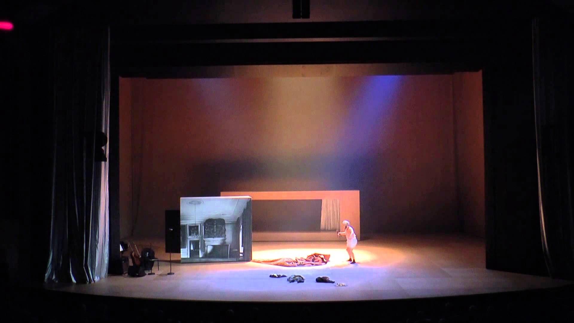 """Die nächste Vorstellung von """"Staub"""" ist am Sonntag, 2.11. um 17.00 Uhr im Schauspielhaus. Karten gibt es noch hier... http://www.schauspiel-stuttgart.de/spielplan/premieren/staub/"""
