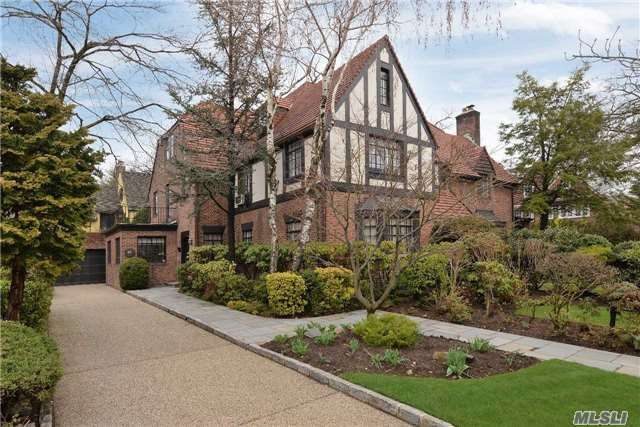 7d8106e6781172e144da651a4d34dda1 - Kew Gardens Road House For Sale