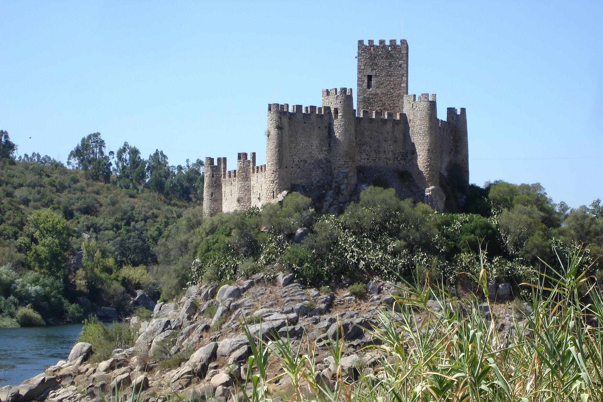 Castelo De Almourol Castle Wikipedia Castle Medieval Castle Hotel