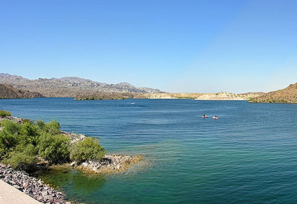 Lake Mohave Is A Reservoir Formed By The Davis Dam On The Colorado River Which Defines The Border Between N Bullhead City Bullhead City Arizona Colorado River