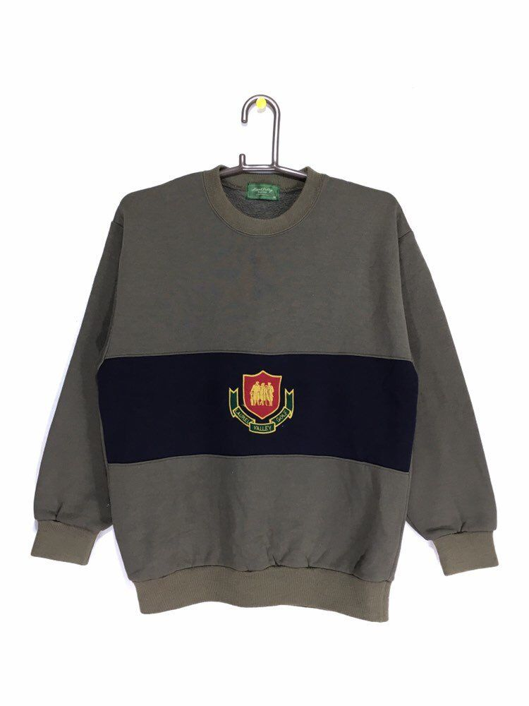 Excited To Share This Item From My Etsy Shop Vintage Laurel Valley Golf Club Sweatshirt Club Sweatshirts Best Golf Clubs Trendy Sweaters