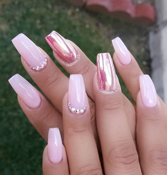 Our 15 Favorite Pink Quinceanera Nail Ideas