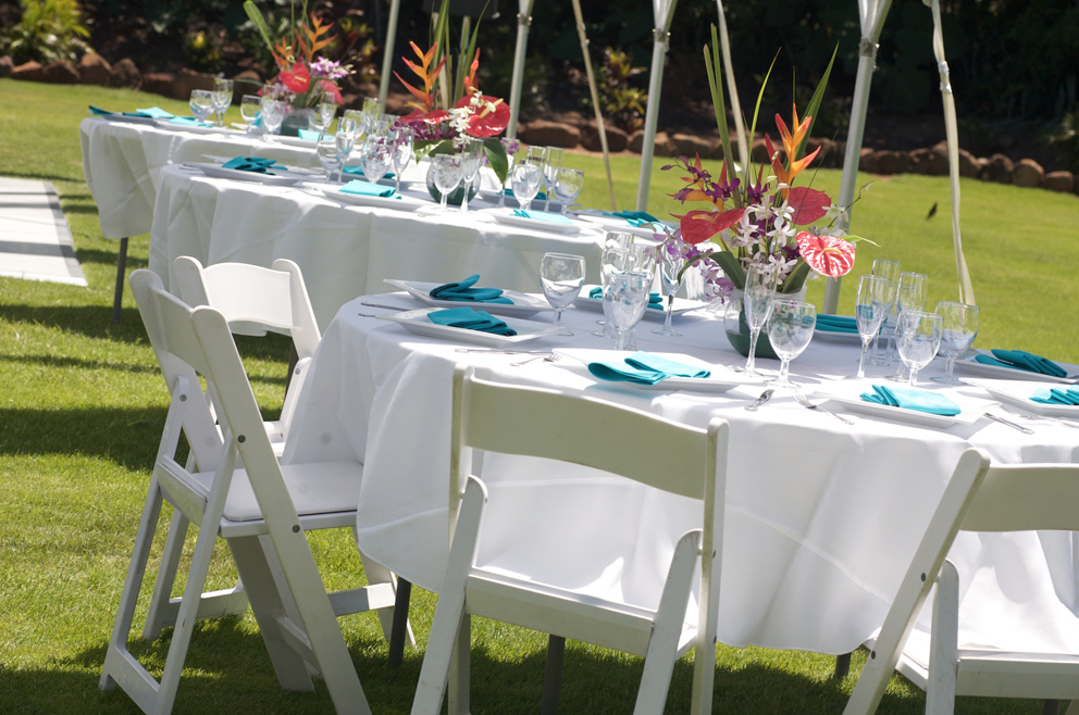 Round Tables With Short Table Linen And White Resin Chairs White