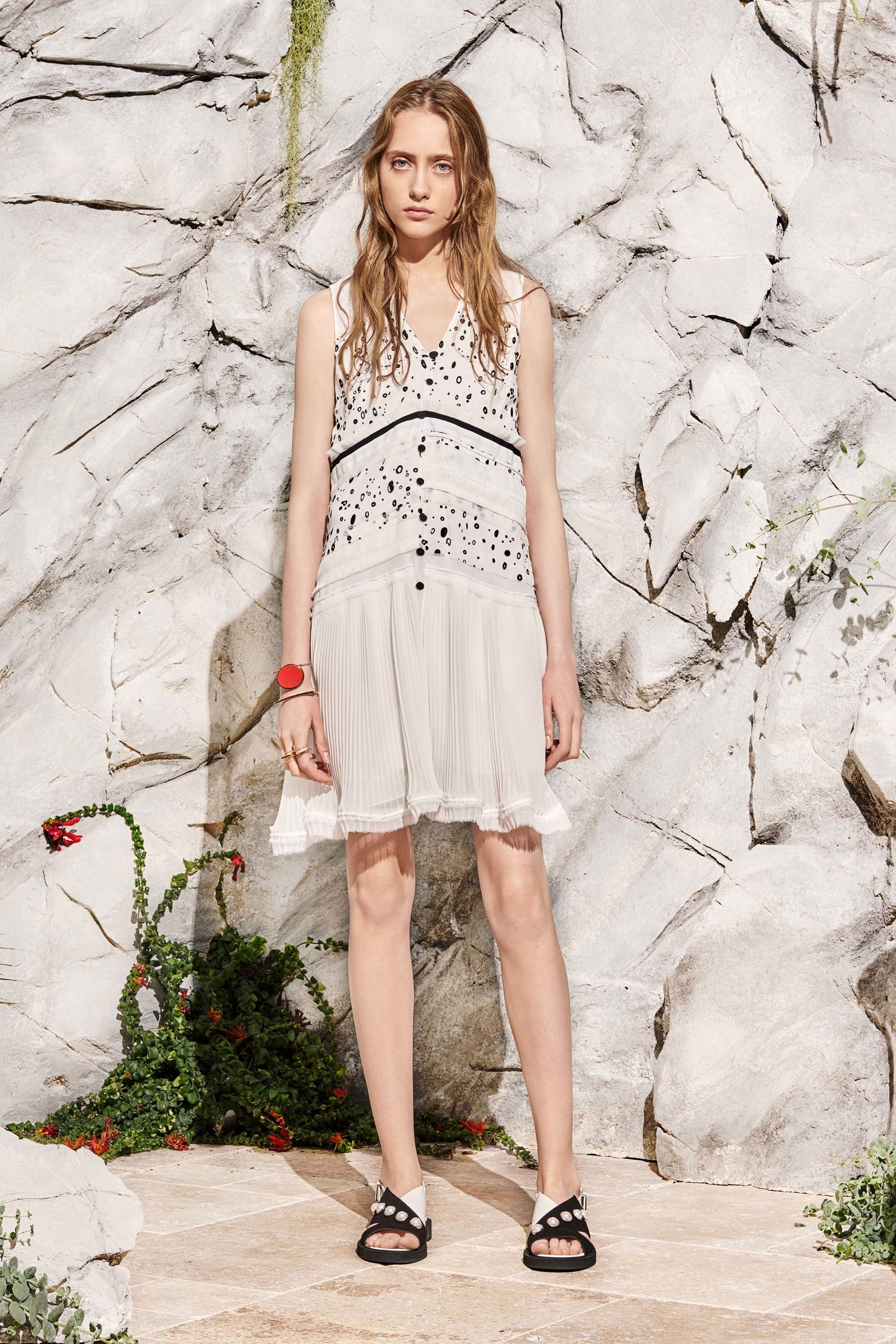 See the complete Carven Resort 2017 collection.
