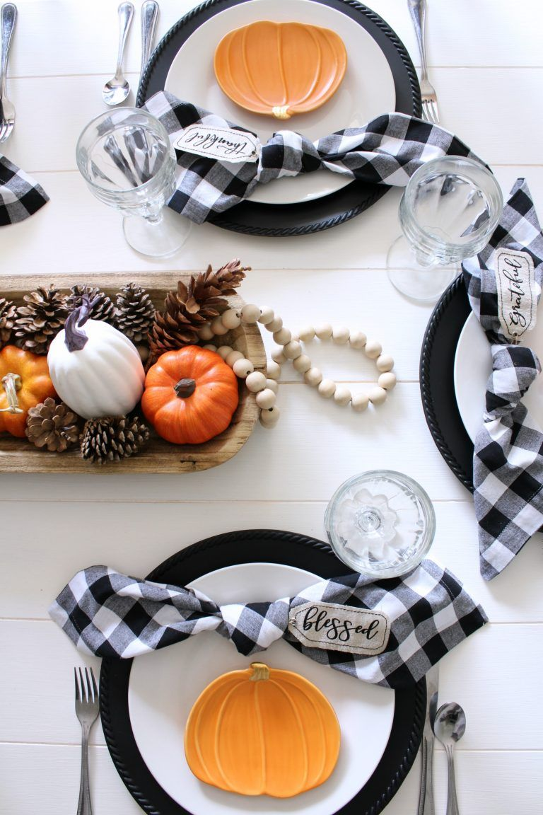 Pumpkin & Gingham Fall Tablescape - #thanksgivingtablesettings